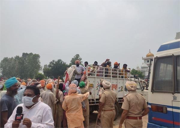 hundreds of dalits arrested for staging strike on minister singla house