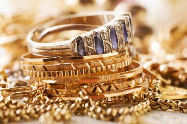 gold becomes cheaper by rs 532 in three days know what new rates can be today