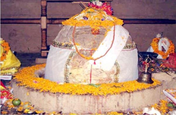 भोलेनाथ का रहस्यमय मंदिर, 12 साल में एक बार शिवलिंग पर गिरती है बिजली
