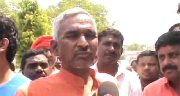 bjp mla surendra singh writes to cm yogi accuses police