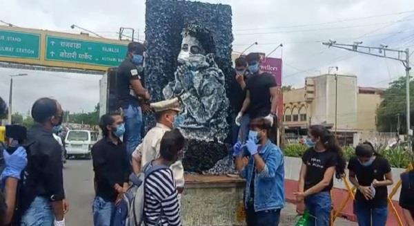 now indore will be awakened by art artists campaign to drive away corona