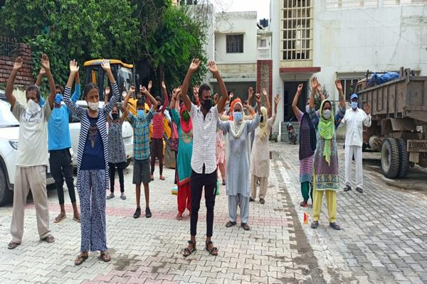 people protest against municipal committee in samba