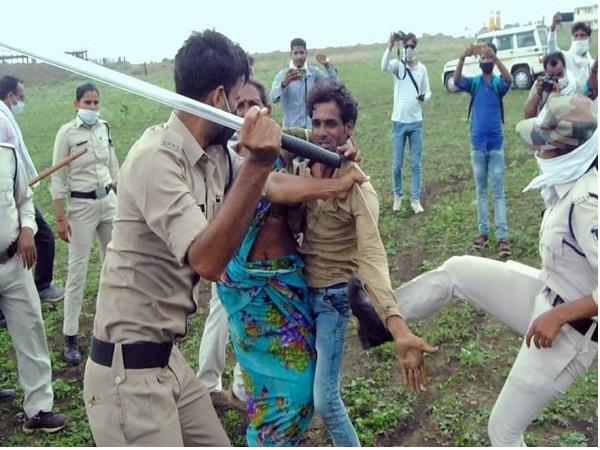 big action on 5 policemen in guna fight case