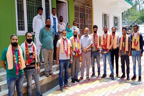10 families left congress and joined bjp