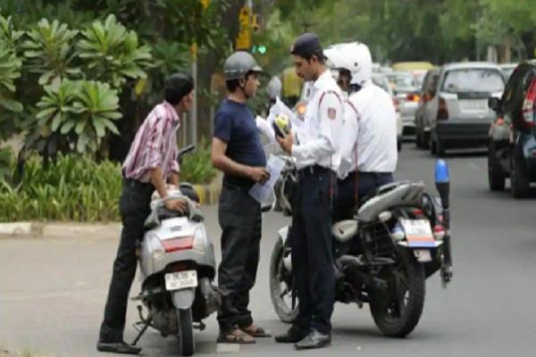 challan of 1975 people ignoring traffic rules in lucknow