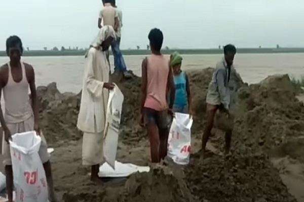 gandak river in kushinagar is flowing 37 cm above danger mark people smile
