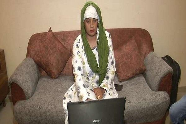 zoya khan became india s first transgender operator in csc