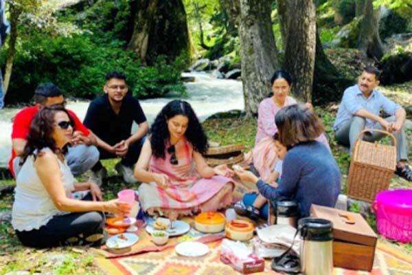 kangana ranaut celebrate the nephew s birthday and picnic