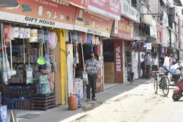 corona time to open and close shops again in varanasi