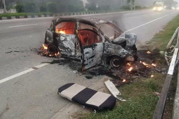accident a car became a fireball after hitting the grill four burnt