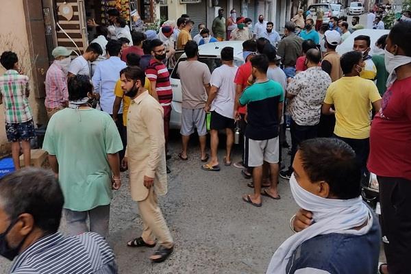 fatal attack on father son in fatehpuri mohalla