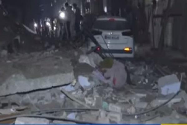 4 storey building suddenly collapses photos