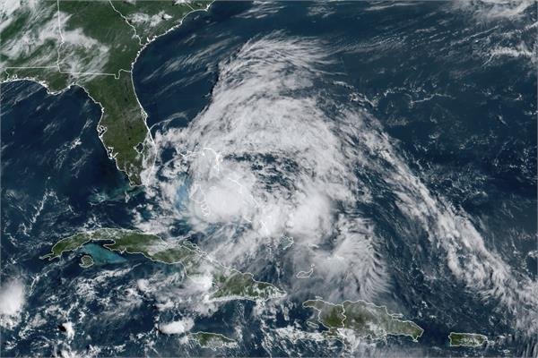 isaias hurricane strength overnight as it approaches florida