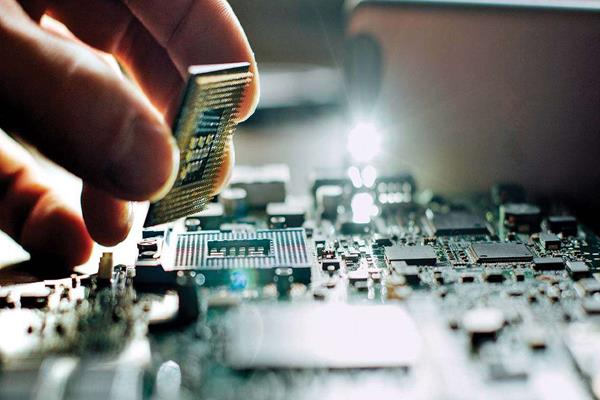 electronic exports may reach  180 billion by 2025 industry