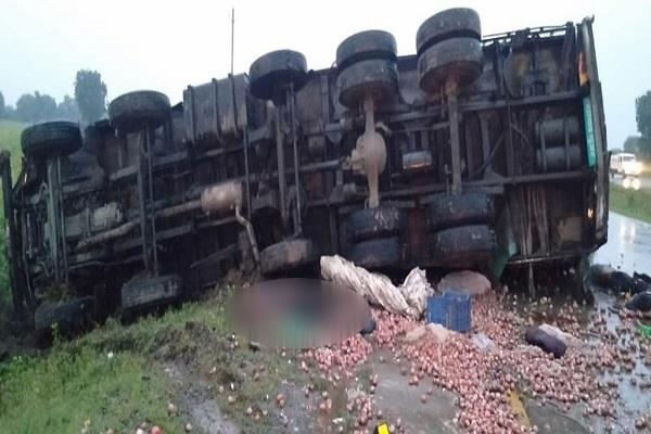 high speed trucks collide face to face 3 killed 2 injured