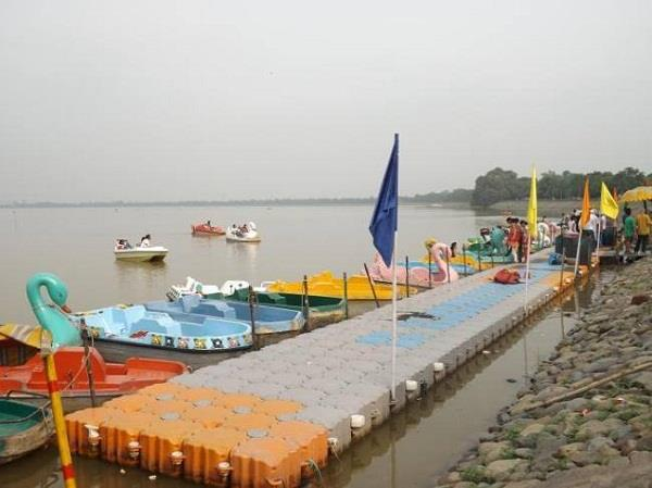 entry closed on chandigarh s sukhna lake night curfew will continue