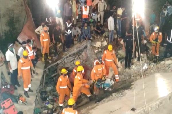 dewas accident 9 people trapped under debris safely evacuated