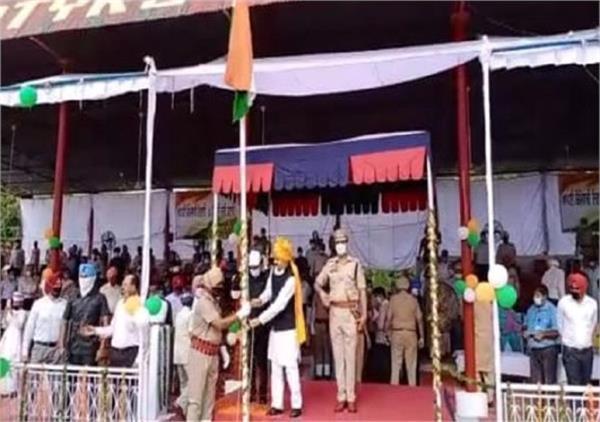 cabinet minister vijay indra singla hoisted the tricolor in sangrur
