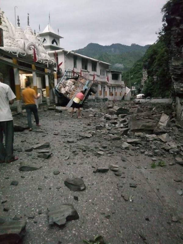 हिमाचल: पहाड़ी से गिरा पत्थर, ट्रक चालक की मौत