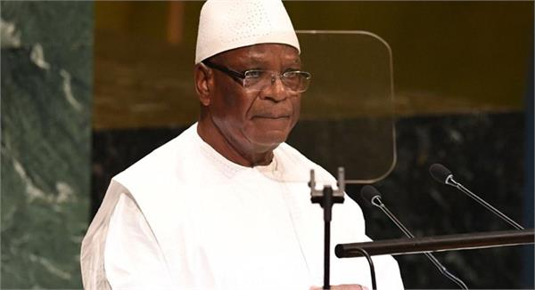 mali s president resigns after detention by mutinous soldiers
