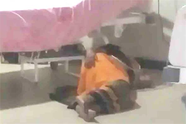 death due to carelessness corona patient kept falling from bed