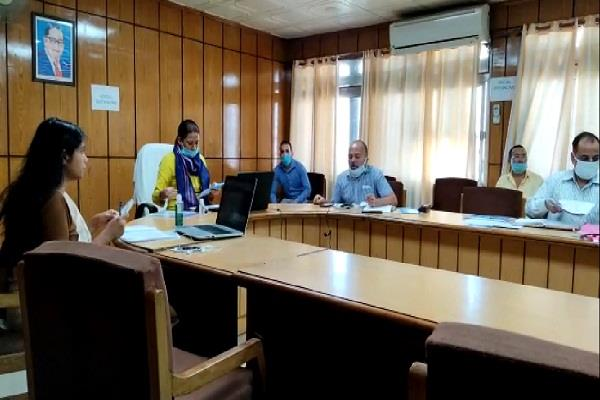rekha arya reviewed various schemes for women welfare