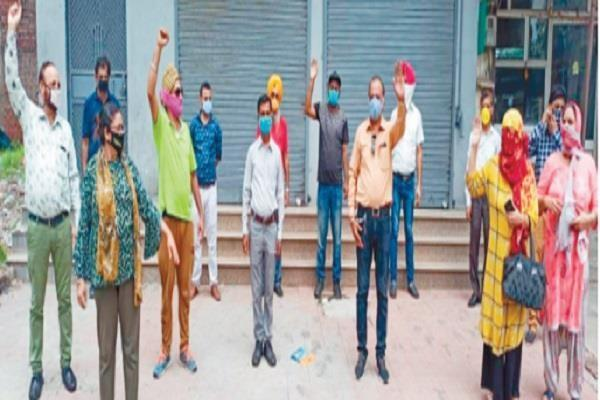 people looted for double the money company absconding with profit