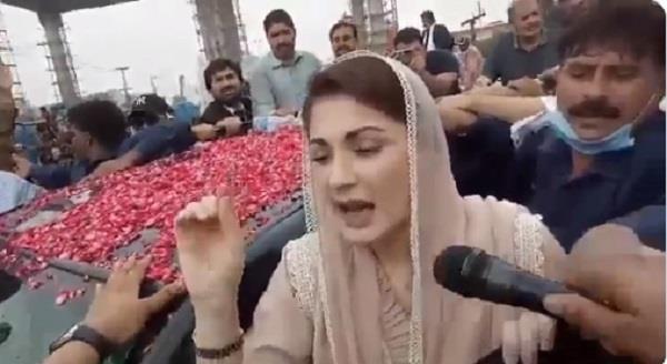 pakistan cops pelt stones at maryam nawaz car watch videos