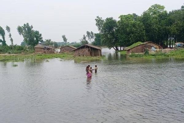 flood water spreads in new areas of samastipur