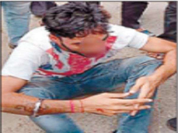 ludhiana this man middle road was fiercely beaten by people