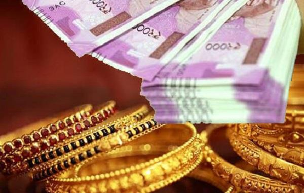 thieves broke into locks of the house and took gold and cash