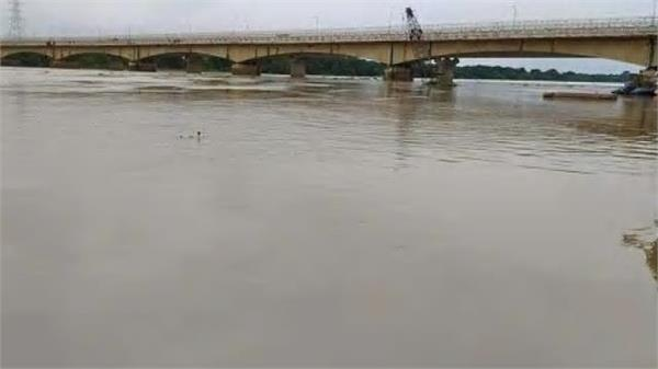 hundreds of villages submerged across the saryu lal trail in barabanki