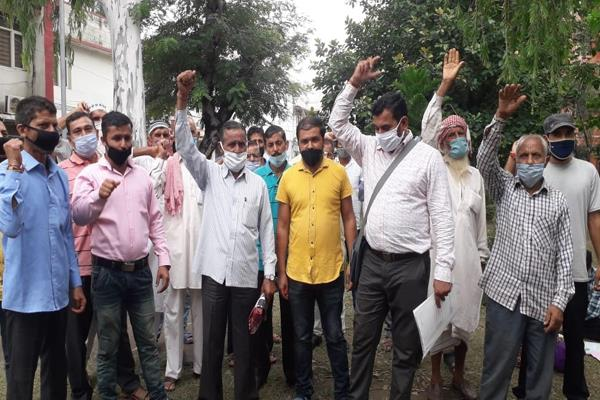 daily wagers of phe dept protest in samba