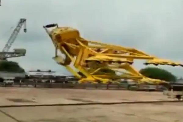 crane collapses at hindustan shipyard limited in visakhapatnam