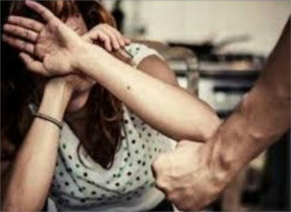 husband beatan wife very badly