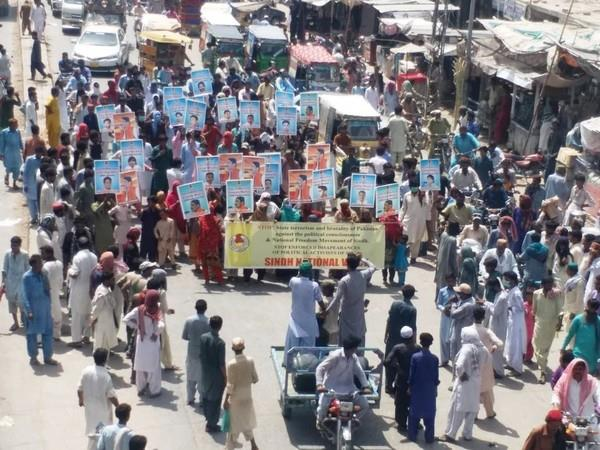 pakistan people in sindh hold protest against state terrorism