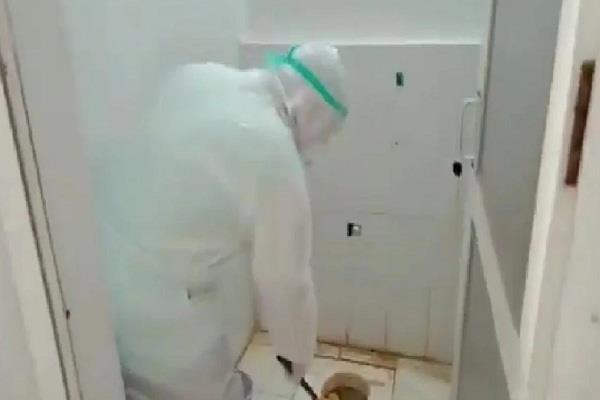 puducherry health minister malladi krishna rao cleaned a toilet at