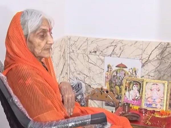 old lady has not eaten food since 1992 to build ram temple