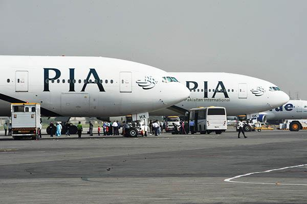licence scandal pakistan s aviation regulator issues notices to 193 pilots