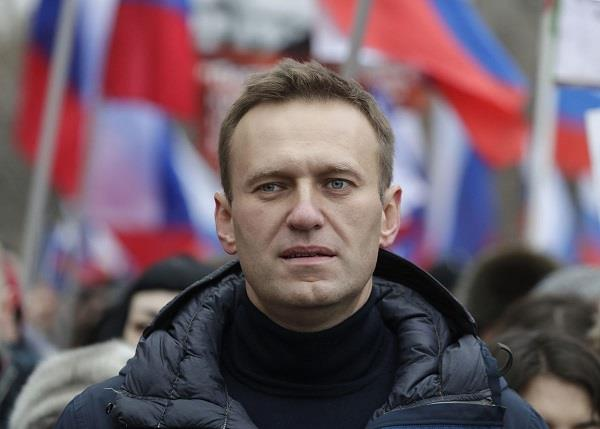 russian opposition leader alexei in coma after poisoning