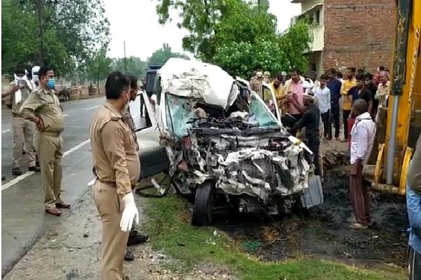 three people from the same family died in a road accident