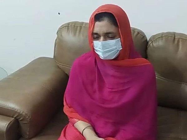 triple talaq nri woman gets divorce from her husband over phone