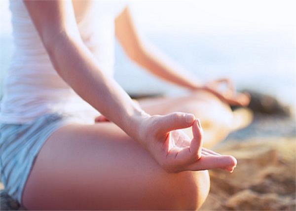 ज्ञान मुद्रा: उंगलियों से कंट्रोल करे गुस्सैल स्वभाव, वजन भी होगा कंट्रोल