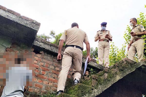 deadbody of boy found hanging from stairs under suspicious circumstances