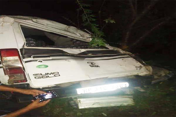 हिमाचल: टाटा सूमो खाई में गिरी, 2 घायल