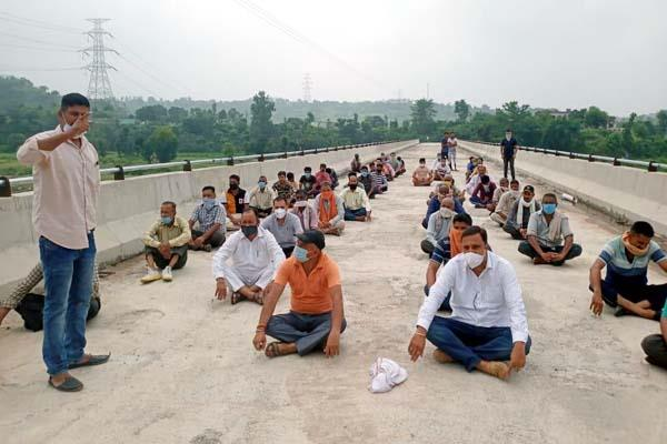villagers angry over the incomplete work of the bridge