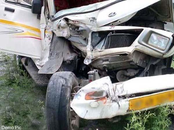 दर्दनाक सड़क हादसा : पिकअप जीप के खाई में गिरने से 3 की मौत, 2 घायल