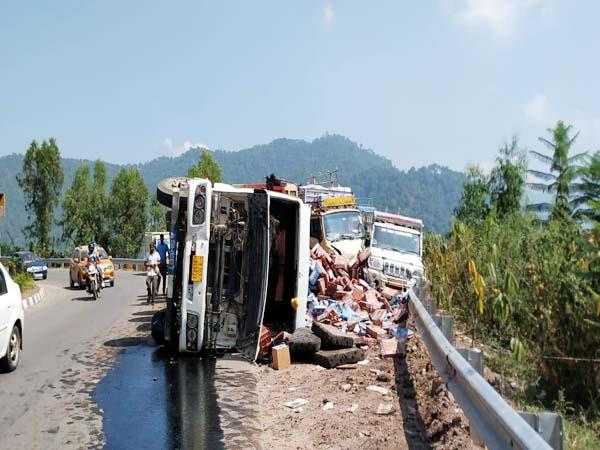 truck accident in solan