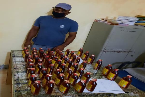 2 held with illegal liquior in vijaypur