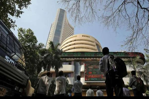 market falls over 300 in early trade nifty below 13 250
